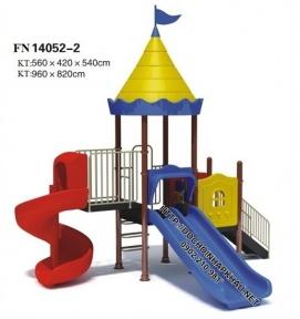 Игровая горка с двумя прямыми и одной спиральной горкой 560х270х540 см