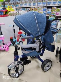 Детский трехколесный велосипед с откидной спинкой